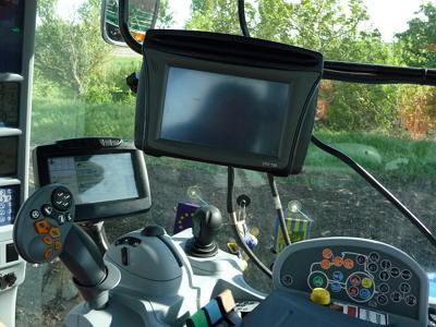 GPS в кабине трактора